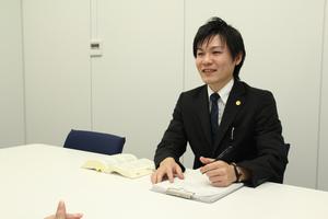 山口弁護士